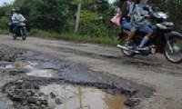 Kondisi jalan di Argasunya yang mayoritas mengalami kerusakan.