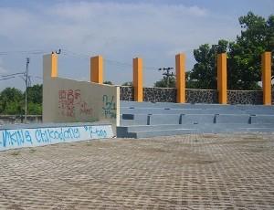 Kondisi Taman Krucuk yang tampak kotor akibat vandalisme