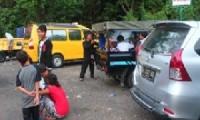 Pengunjung yang ramai mengunjungi objek wisata Plangon.