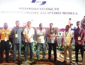 7 orang Dewan Pengawas APJII yang baru terpilih untuk periode 2015 -2018.
