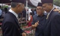 Kepala Dinas Pendidikan Kota Cirebon, Dr. H. Wahyo, M.PD., (tengah) seusai Upacara Hardiknas di Alun-alun Kejaksan, Kota Cirebon.