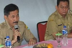 Kepala Dinas Perindustrian dan Perdagangan (Disperindag) Kabupaten Cirebon, Erry Achmad Husaeri (kanan).