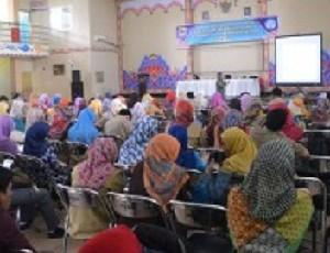 Ribuan Guru Non Sertifikasi tengah mengikuti pelatihan sertifikasi di Gedung PGRI Sumber.