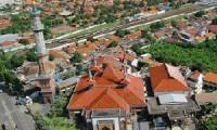 Pemukiman di Kota Cirebon yang mulai padat terlihat dari ketinggian.
