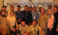 BPMPD, Pengurus FKKC dan CV Asaka Prima, foto bersama seusai sosialisasi software SIMKAD di sebuah rumah makan Jalan Cipto, Kota Cirebon, Selasa (16/06).