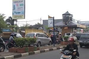 Panggung konser musik ngabuburit yang memakan sebagian badan jalan di depan SMK Negeri 2  Jl. Cipto Mangunkusumo - Kota Cirebon.