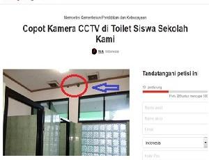 Petisi memprotes kamera CCTV di dalam toilet siswa.