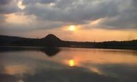 oleh-oleh cirebon mami khas cirebon - Senja Datang Sambut Bulan di Waduk Cirebon 1-small