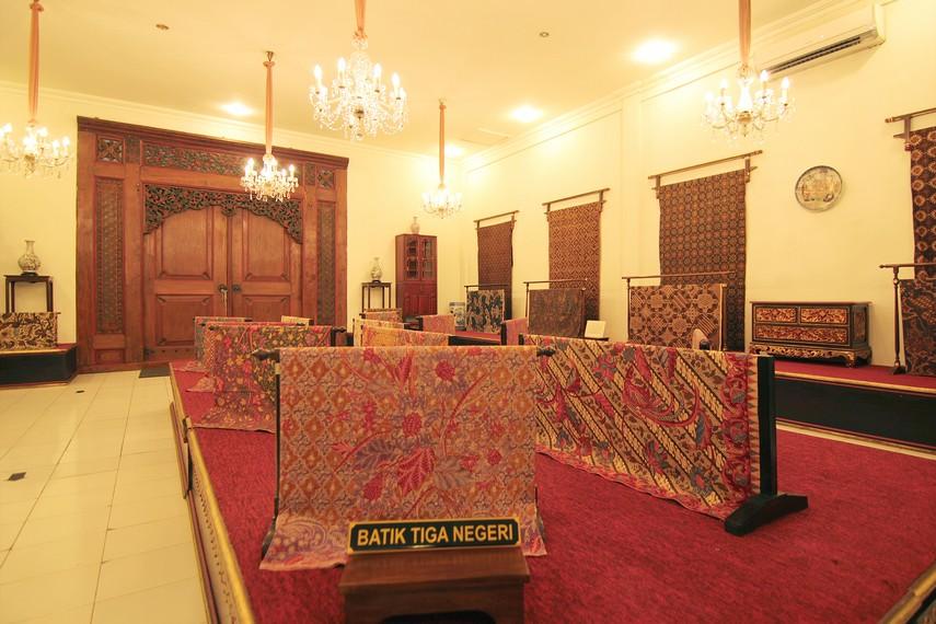 Oleh-oleh Khas Cirebon MAMI - Museum Batik Danar Hadi, Rekaman Perkembangan Batik 13