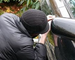 car-theft_2676972_small
