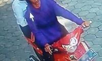CCTV Cirebon - Sepasang Kekasih Spesialis Pencuri Helm Tepergok Satpam Unswagati_small